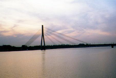 Sunset behind Vansu Bridge